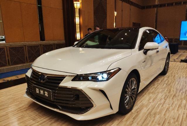 全国首辆一汽丰田亚洲龙到店,售价正式曝光,这价格没人再喷了吧